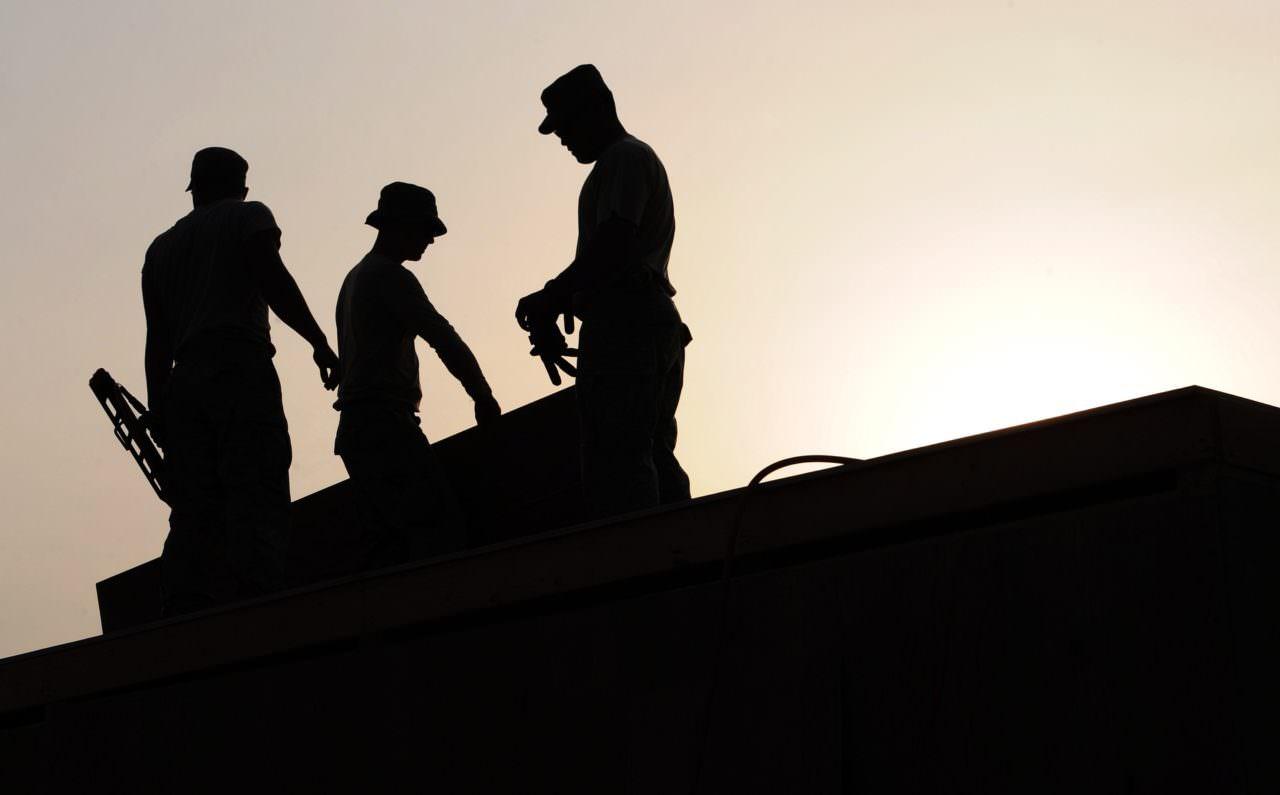 workers-659885_1920-1280x795.jpg