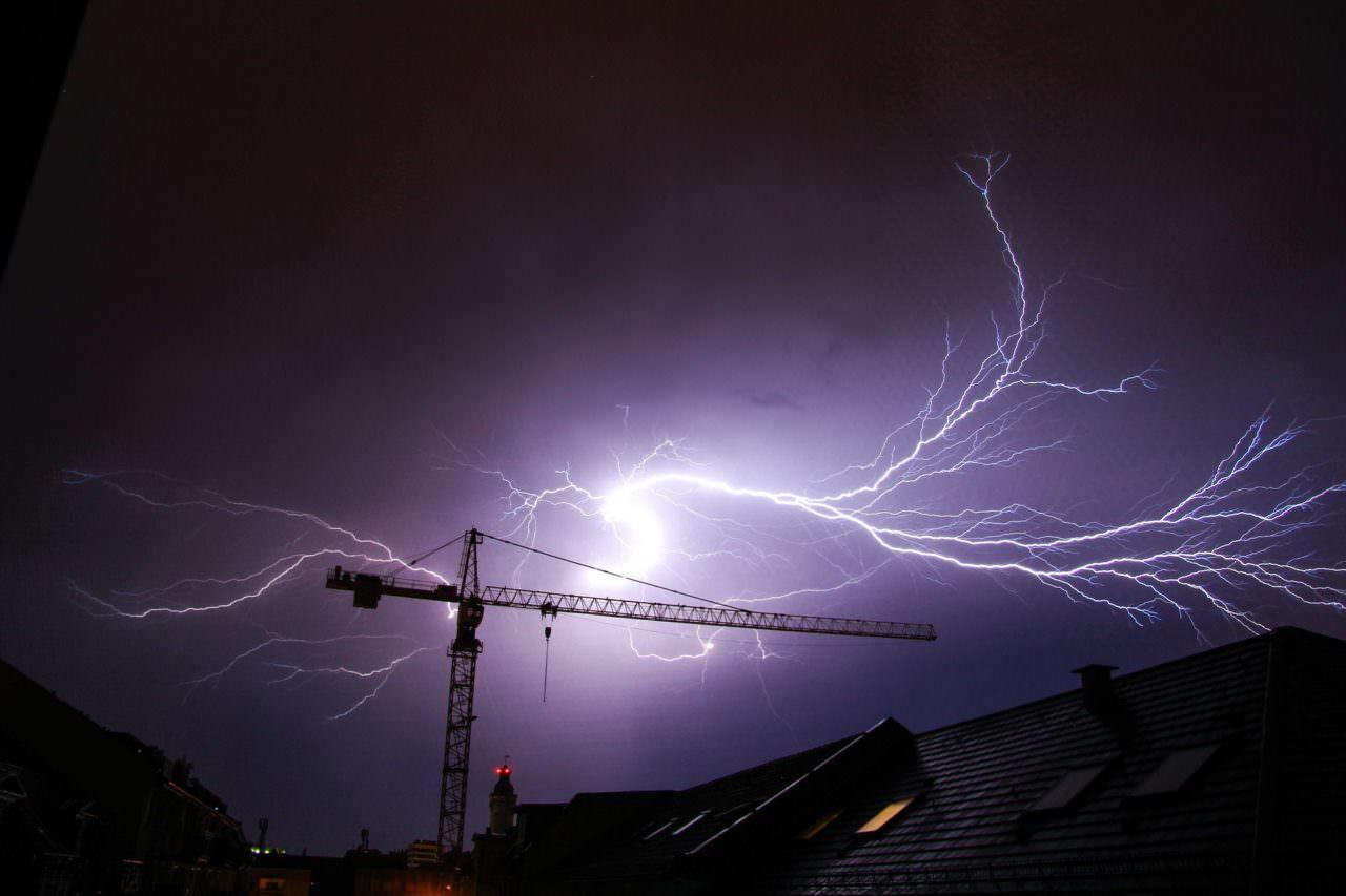 thunderstorm-1761849_1920-1280x853.jpg