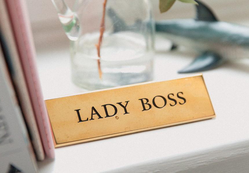 Donne manager, una strada ancora lunga: mai così tante donne al lavoro, troppo poche in posizioni dirigenziali