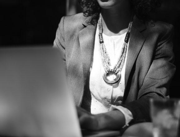 Borsa, le donne in cda pagate sei volte di meno