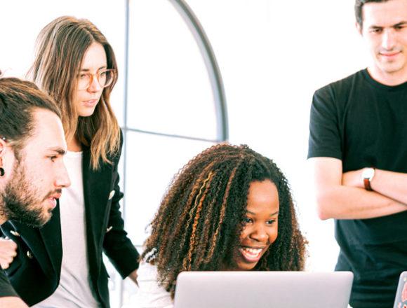 Giovani e lavoro: per i nuovi talenti la formazione aziendale vale più dello stipendio. Ma il 60% ritiene la crescita professionale troppo lenta