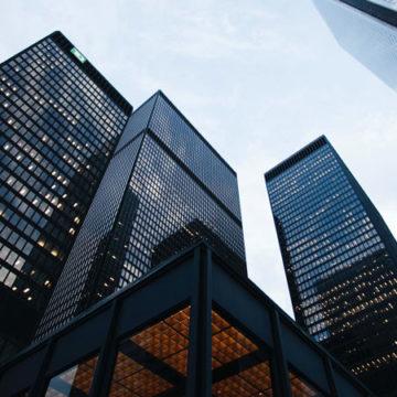 La crisi pandemica e i due volti del lavoro: dipendenti preoccupati, aziende ottimiste